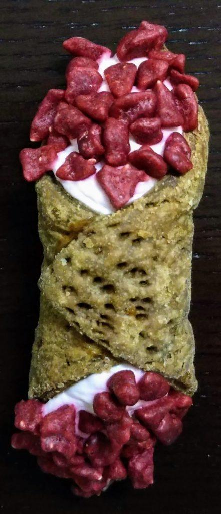 カカオマーケット カンノーロ(ラズベリー&クリームチーズ)
